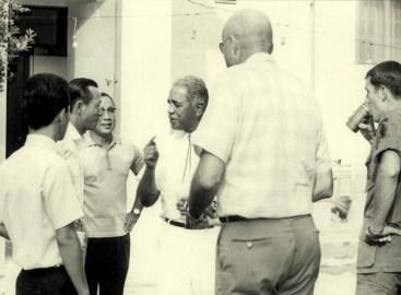 David Morales (center)